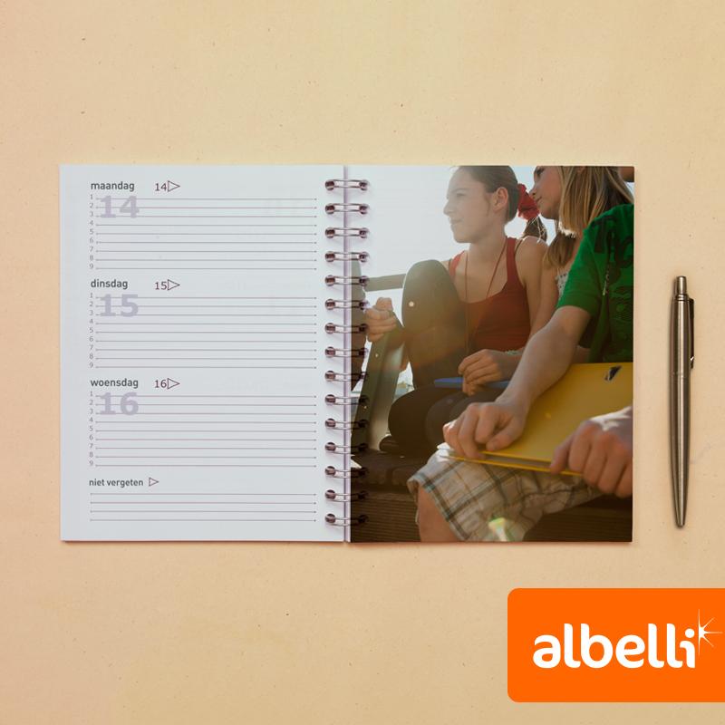 Schoolagenda met eigen foto's (15x20 cm).